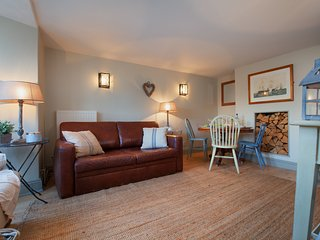 Compass Cottage - A Cute Cosy Cottage with Heritage Flair in the hear of Shaldon - Shaldon vacation rentals