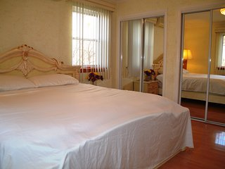 Affordable Luxury King Size Private Bedroom 20 Mins to Midtown NYC and airports - Forest Hills vacation rentals