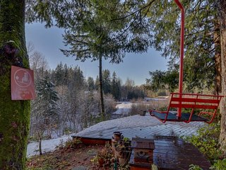 Cozy & warm condo with a shared deck, firepit & river views! - Rhododendron vacation rentals