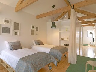 Modern Rooftop  apartment in Sé with WiFi. - Porto vacation rentals