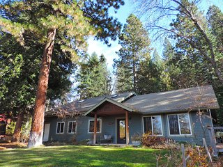Beautiful house in the woods--close to town, lots of privacy; hot tub, sauna - Mount Shasta vacation rentals