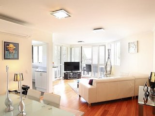 Modern Living in Sydney's North Shore - Cremorne vacation rentals