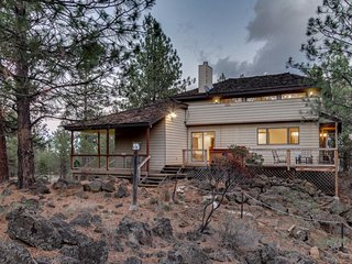 Family-friendly house w/ private hot tub & 30 acres of land - dogs ok! - Sisters vacation rentals