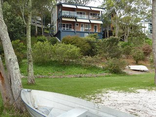 Greenpoint Lakehouse - Tranquility with Water On your Doorstep - Coomba Park vacation rentals