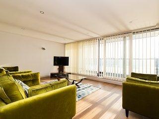 Austin David Apartments - Amazing Dock View Apartment - London vacation rentals