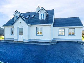INIS BARRA, sea views, spacious detached house, ground floor bedrooms and bathroom, Gorumna, near Lettermullen, Ref 918545 - Lettermullan vacation rentals