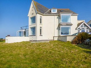 CARN EVE  spacious detached house, five bathrooms, open fire,games room, Sennen Cove, Ref 932666 - Sennen Cove vacation rentals