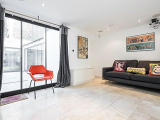 Immaculate 2 Bed 2 Bath Islington w/courtyard - London vacation rentals