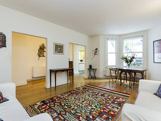 Spacious 2 bed in Earl's Court - London vacation rentals
