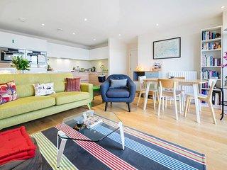 Sunny & Bright 2 Bed 2 Bath w/ Canalside Balcony - London vacation rentals