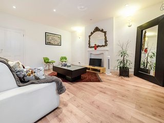 Large 2 Bed 2 Bath Flat in Maida Vale - London vacation rentals
