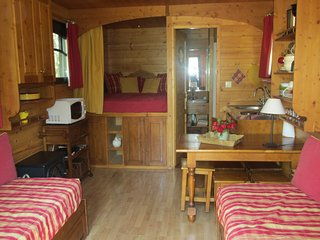 Cozy 2 bedroom Caravan/mobile home in Entraigues-sur-la-Sorgue - Entraigues-sur-la-Sorgue vacation rentals