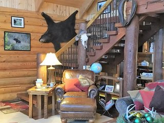 "Mountainside Log ""Cabin""-3 Floors of Rustic/Luxurious Beds & Baths Above Valley - Livingston vacation rentals"