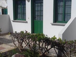 One bedroom bungalow. Caleta de fuste with  communial pool - Costa de Antigua vacation rentals