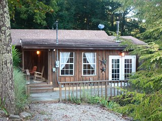 Charming 2 bedroom Gibisonville Cabin with Deck - Gibisonville vacation rentals
