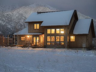 Luxury Rental! Near Alpine Airpark, Trails, w/ Hot-Tub! Free WiFi! 5 Stars... - Alpine vacation rentals