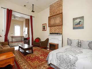 Charming Authentic MidCity! Huger. - New Orleans vacation rentals
