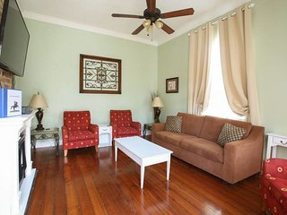 Garden 7BR Charmer off Magazine St; Great For Large Families Or Get Togethers - New Orleans vacation rentals