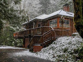 Charming riverfront home w/private hot tub & spacious deck in a tranquil setting - Rhododendron vacation rentals