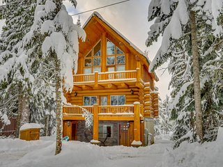 Dog-friendly lodge with two large decks & hot tub, close to lake and skiing! - Government Camp vacation rentals