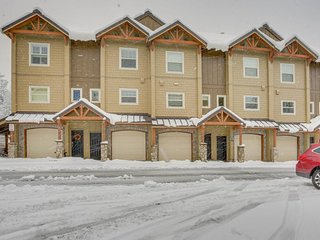 Upscale mountain lodge condo with shared pool, hot tub, & sauna! - Government Camp vacation rentals