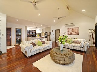 beautiful 4 bedroom house, located centrally, sea views and large private pool - Airlie Beach vacation rentals