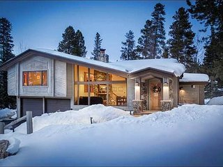 Walk to Main Street Shopping & Dining - Open Floor Plan with Large Picture Windows (13627) - Breckenridge vacation rentals