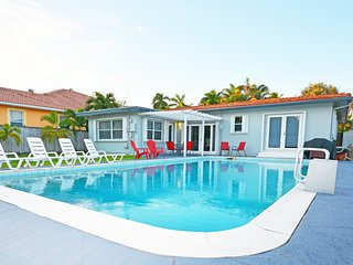 Captivating Villa #6 with Pool minutes from stunning Hollywood Beach. - Hollywood vacation rentals