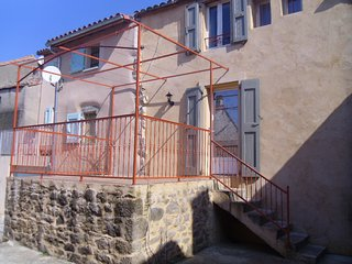 Cozy 2 bedroom House in Gissac with Internet Access - Gissac vacation rentals