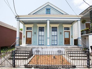 Spacious, Fully Furnished Lower Garden District Home--An Ideal Location! - New Orleans vacation rentals