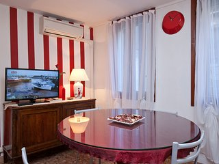 Green Red & Brown Two Bedroom in San Stae - Venice vacation rentals