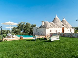 Trulli Francisto: Authentic Historic Trullo with Pool - Capitolo vacation rentals