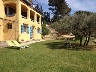 Joli studio indépendant ds villa à la campagne  au calme proche centre ville 3km - Aix-en-Provence vacation rentals