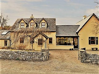 Nice 2 bedroom Moycullen Cottage with Internet Access - Moycullen vacation rentals