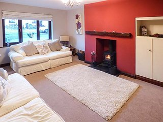 GRIMBLES, semi-detached, conservatory, woodburning stove in Newby Bridge, Ref 948496 - Newby Bridge vacation rentals