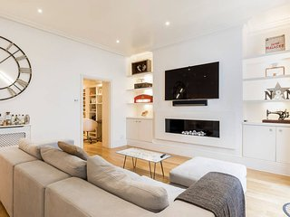 Spacious 2 bed 2 bath Flat South Ken/Earl's Court - London vacation rentals