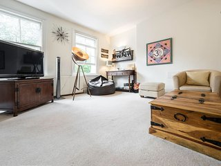 Elegant 2 Bed in Earl's Court - Sleeps 6 - London vacation rentals