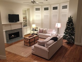 3 Bed, 3.5 Bath in Perfect Location between NRG/Galleria/Downtown/Med Center - West University Place vacation rentals