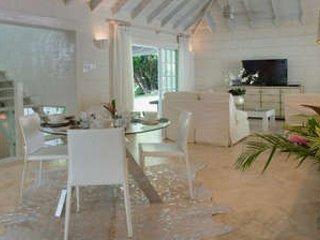 Elegant 2 Bedroom Villa in Sandy Lane - Image 1 - Holetown - rentals