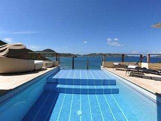 Colourful 2 Bedroom Villa in Pointe Milou - Pointe Milou vacation rentals