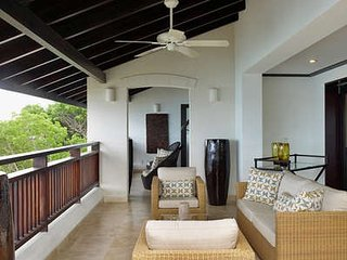 Sensational 3 Bedroom Penthouse overlooking Paynes Bay - Holder's Hill vacation rentals