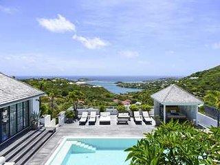 Magnificent 2 Bedroom Villa in Marigot - Marigot vacation rentals