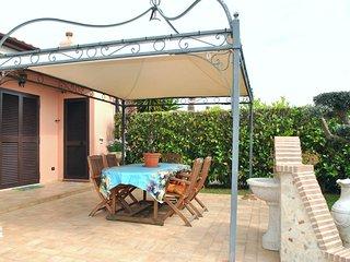 Cozy 3 bedroom Salto di Fondi House with Internet Access - Salto di Fondi vacation rentals