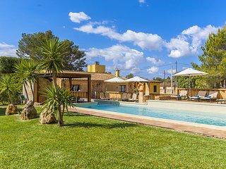 Beautiful 4 bedroom Algaida House with Internet Access - Algaida vacation rentals