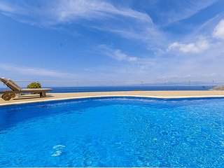 Charming 4 bedroom Villa in Puig de Ros with Internet Access - Puig de Ros vacation rentals