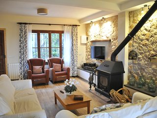 Beautiful House with Internet Access and Washing Machine - Montuiri vacation rentals