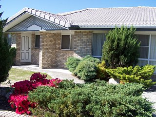 Cedar Lodge Stanthorpe Holiday Apartments - Stanthorpe vacation rentals