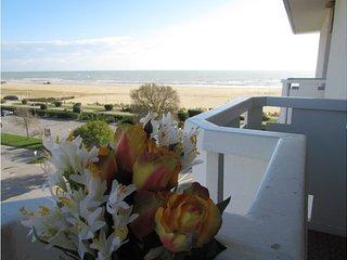 Beachfront Condo Lido dei Pini - Airco - Private Parking - Bibione vacation rentals