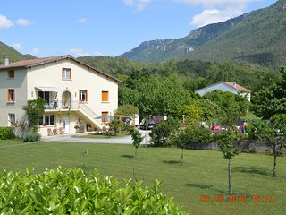 La Riviere Lune Ground Floor Apartment with shared swimming pool - Belvianes et Cavirac vacation rentals