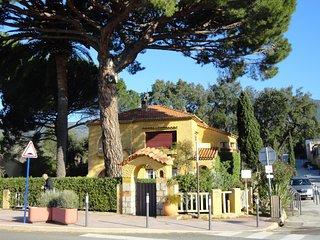 MAISON  de CHARME directement en front de mer - Cavaliere vacation rentals